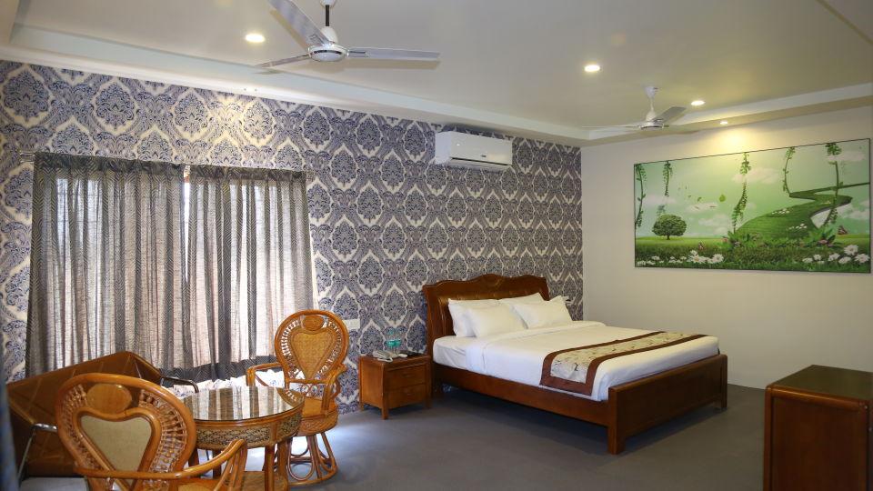 Theme Villa King Size Bed