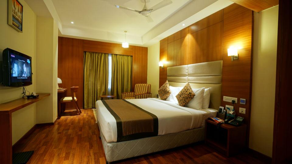 GOLDEN SUITE at Hotel Daspalla Vishakhapatnam 2