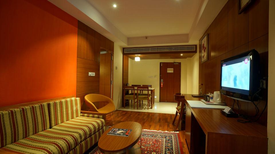 GOLDEN SUITE at Hotel Daspalla Vishakhapatnam 4