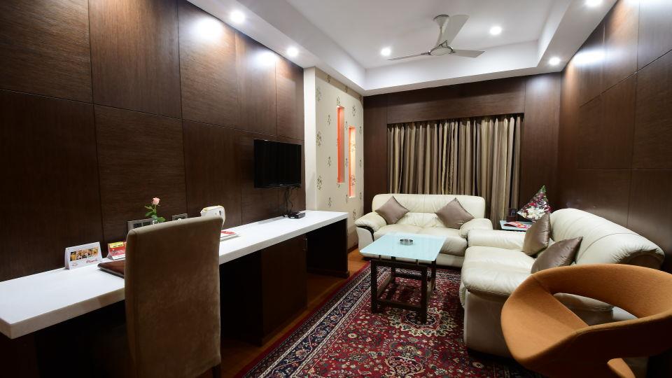 GOLDEN SUITE at Hotel Daspalla Vishakhapatnam 5