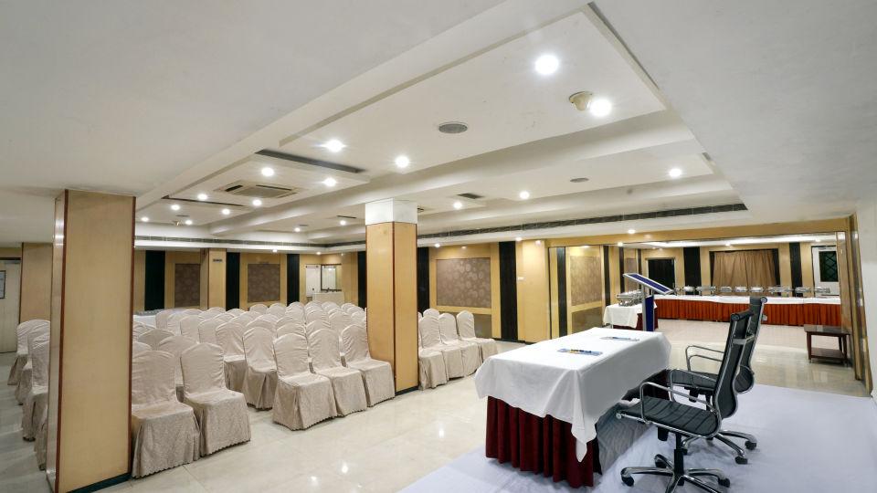 Banquet Halls at Hotel Geetha Regency in Guntur 6