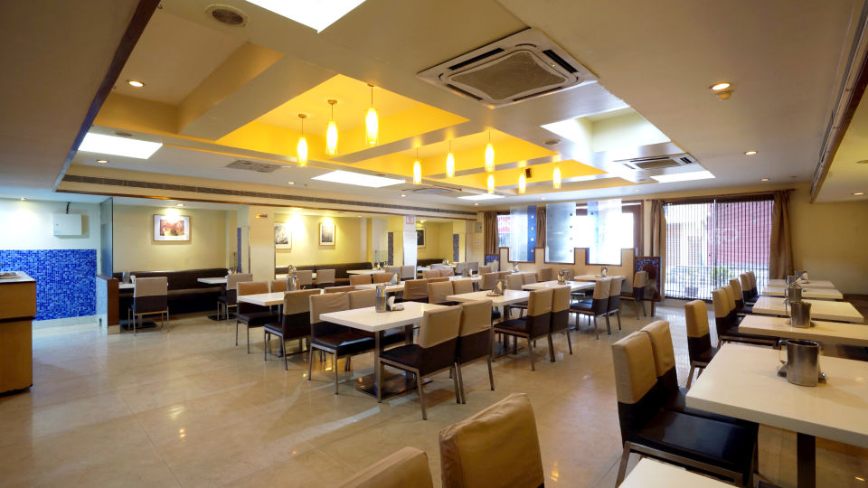 Nagarjuna Veg Restaurant at Hotel Geetha Regency in Guntur 1