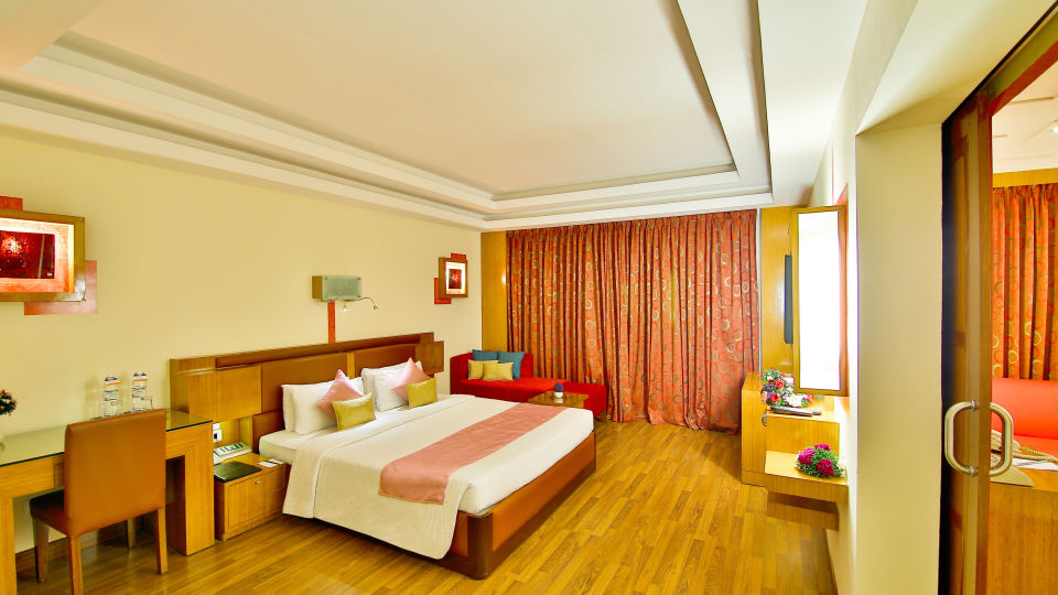 Deluxe Suite at gokulam park and convention centre Cochin , suites in kochi 1