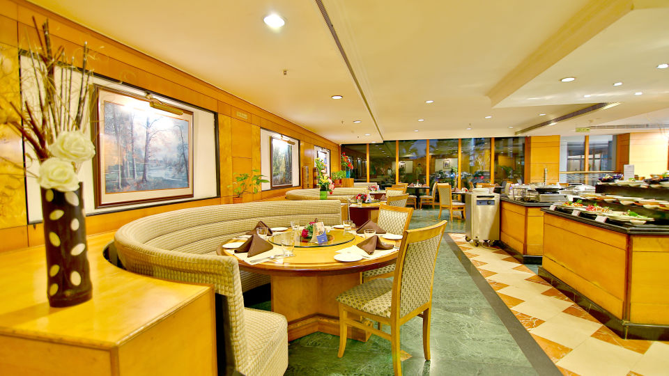 Nilgiris at gokulam park and convention centre cochin , restaurant in kochi 7
