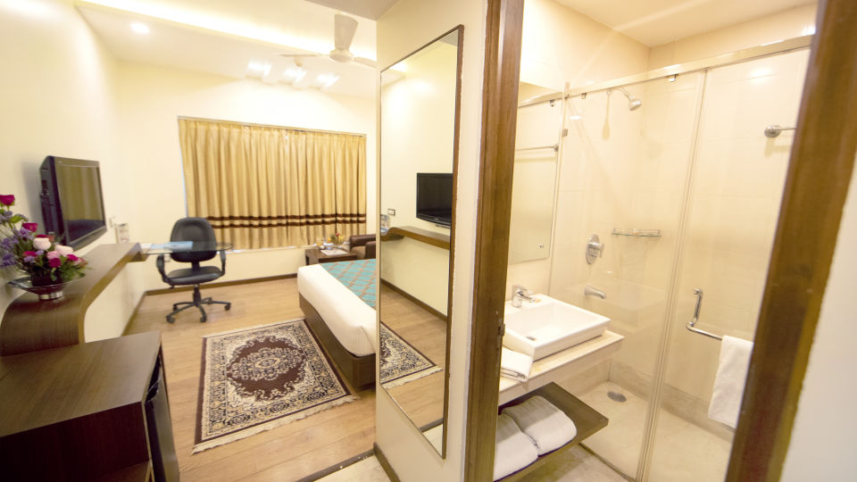 Executive Room Master Bed with Wash Room
