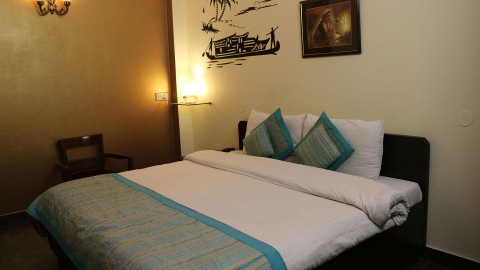 Hotel Pals Inn, Patel Nagar, New Delhi New Delhi Deluxe Room Hotel Pals Inn Patel Nagar New Delhi 5