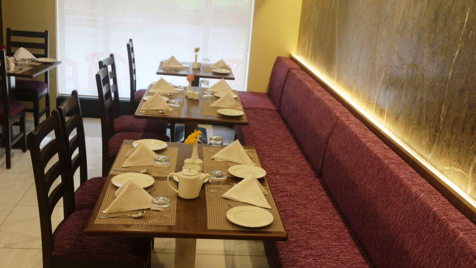 Crossroads Fine and Dine, Kamfotel Hotel Nashik, restaurant in Nashik 3