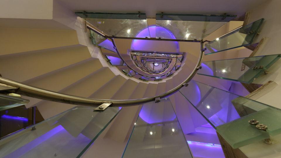 Staircase at Le ROI Delhi Hotel Paharganj