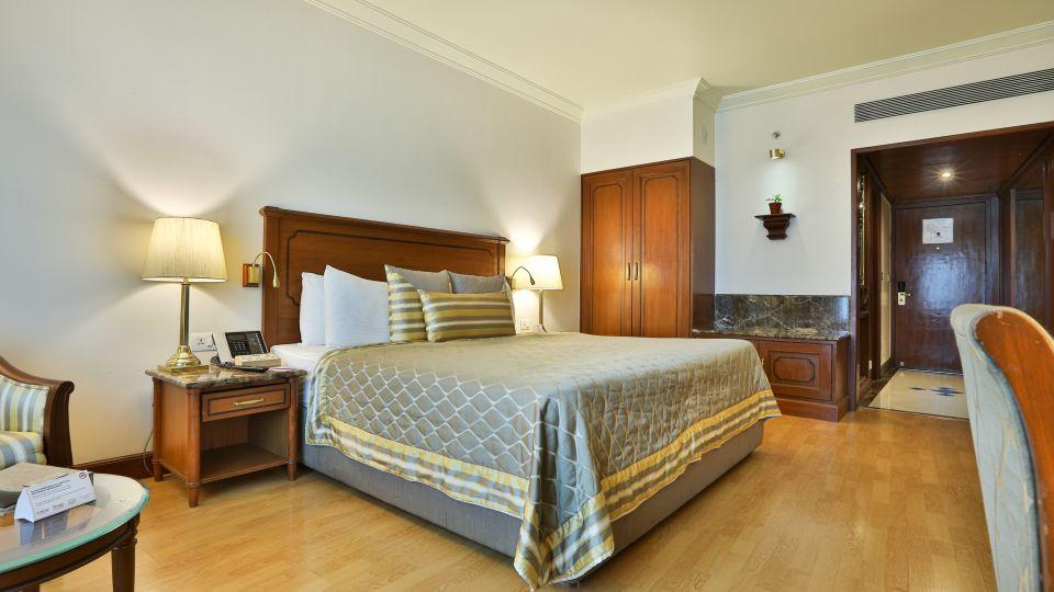 Club Room Bed, Orchid Hotel Mumbai Vile Parle, Hotel Near Mumbai Airport
