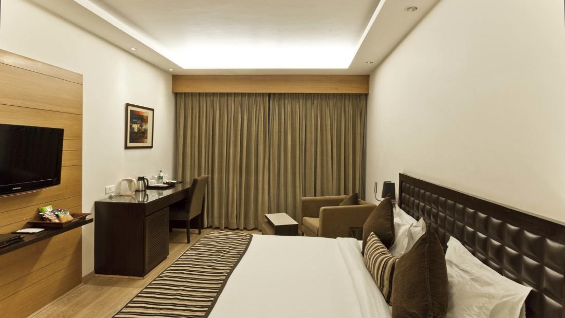 Deluxe Room - Hotel Saket 27 New Delhi - Best place in Delhi 1