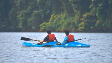 action-adventure-boat-1682744