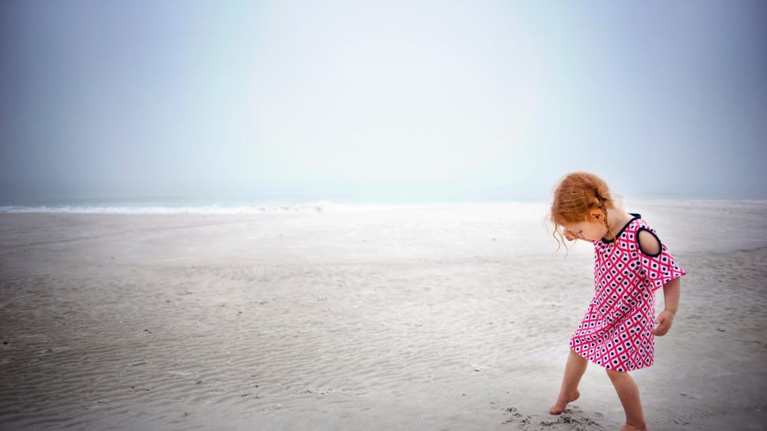 beach-child-daytime-2524143