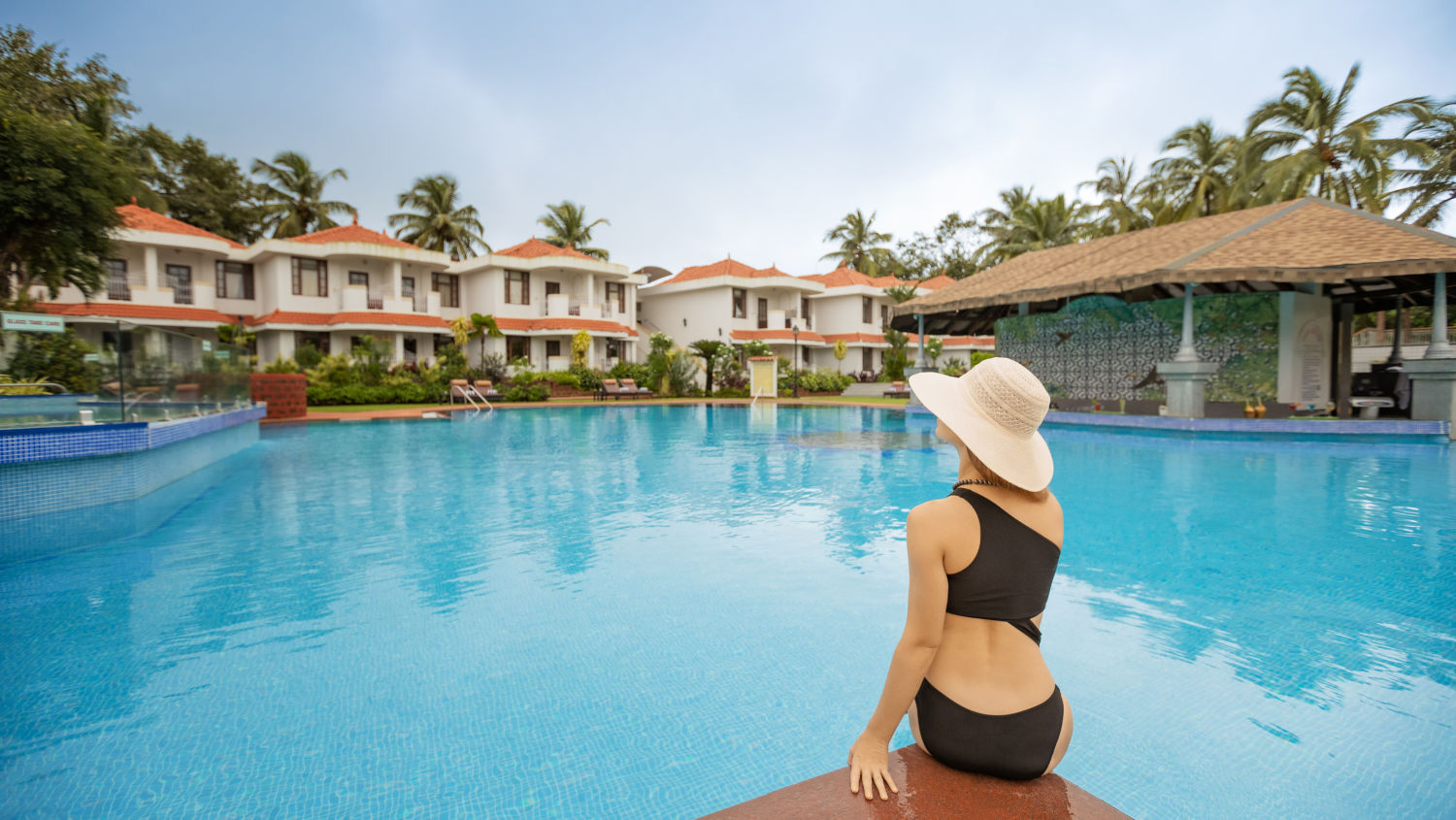 Heritage Village Resort and Spa Goa, Pool Sunken Bar 17
