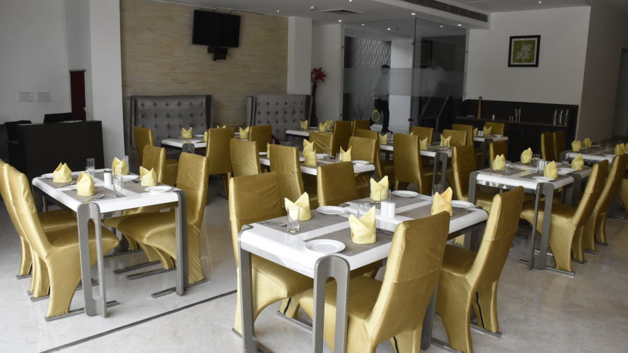 Restaurants near Jaipur Airport, Jagrati Ananta Elite, Oasis