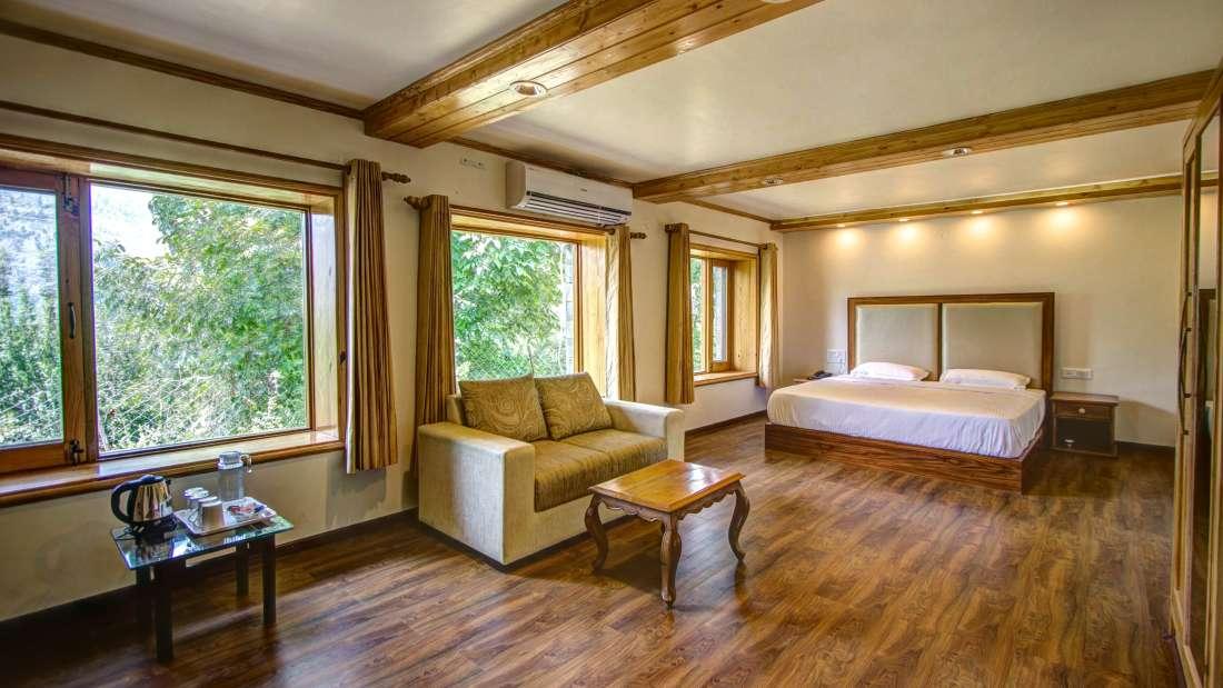 Baragarh Villa Kullu Orchard Suite room Baragarh Villa Kullu Himachal Pradesh