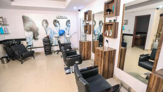 Salon in Lucknow, The Piccadily, Hotel near Hazratganj 1