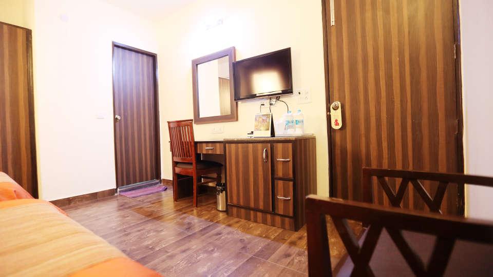 Hotel Pals Inn, Patel Nagar, New Delhi New Delhi Executive Room Hotel Pals Inn Patel Nagar New Delhi 4