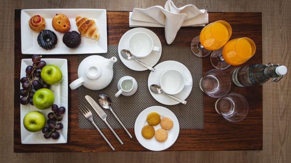 Nidhivan Tea Setup Table