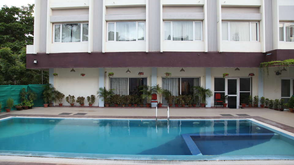 VITS Bhubaneswar Hotel Bhubaneswar Swimming pool 2 - VITS Hotel Bhubaneshwar