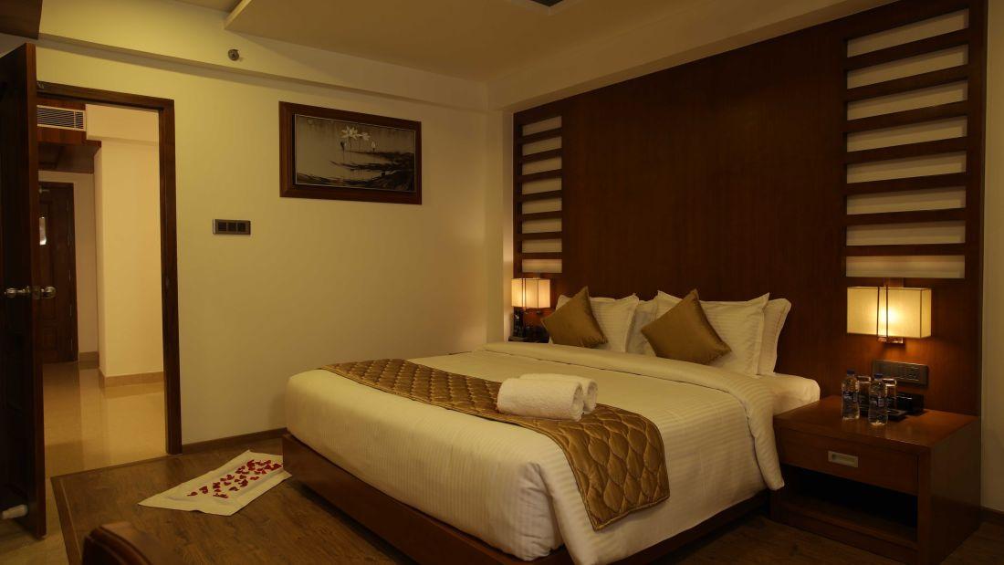 Suit Room-view3
