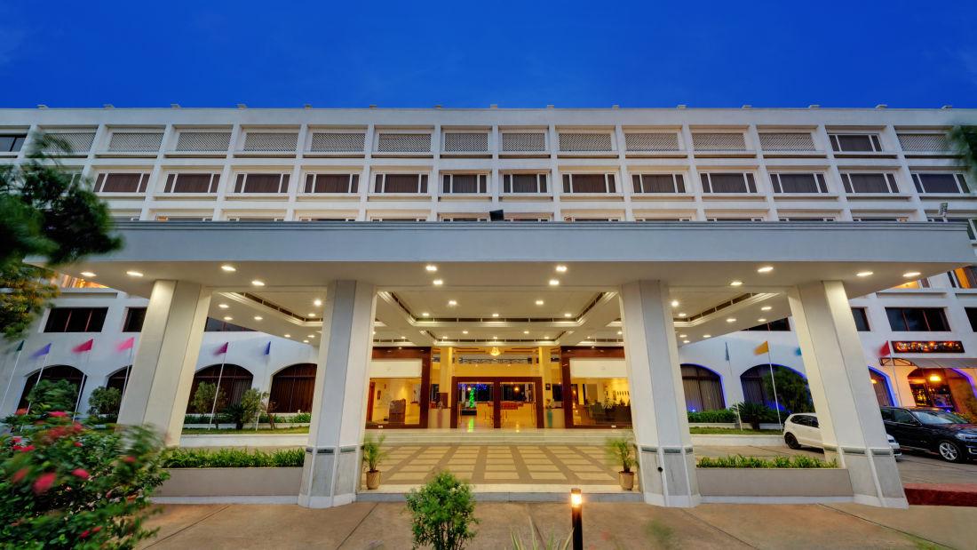 Welcome to SRM Hotel Tiruchirappalli- Hotel Near Tiruchirappalli Airport 1