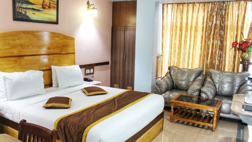 Deluxe Room at Hotel Presidency Bangalore 1