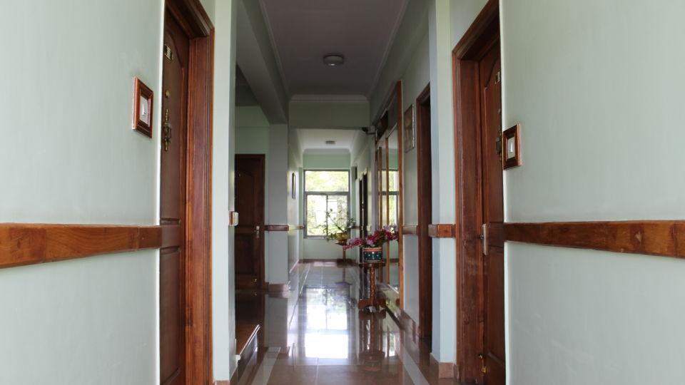 Hotel Preidency Bangalore - Corridor