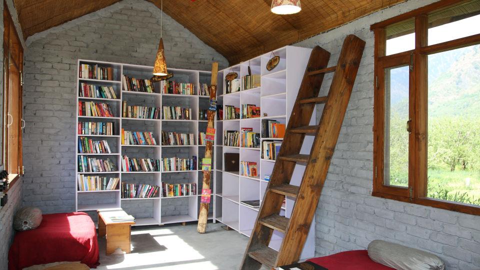 Library LaRiSa Mountain Resort Manali 2 - Manali Hotels