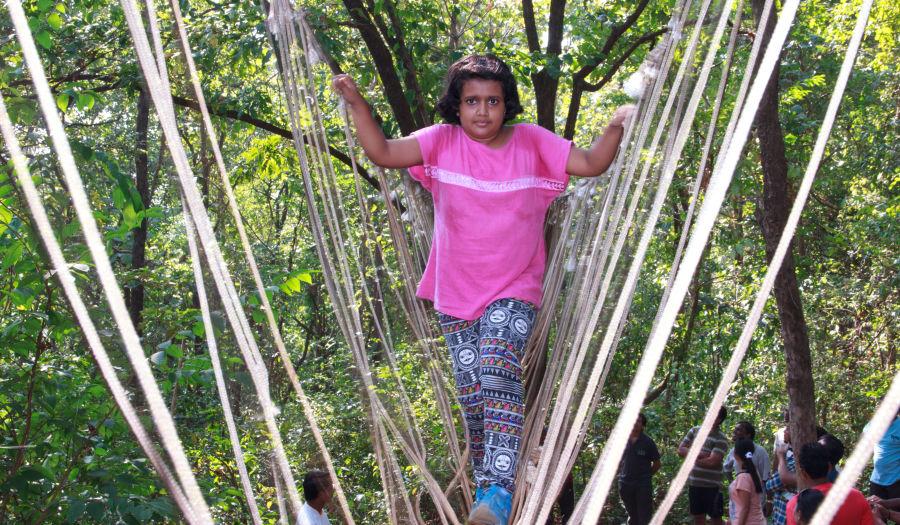 alt-text Burma Bridge - Durshet