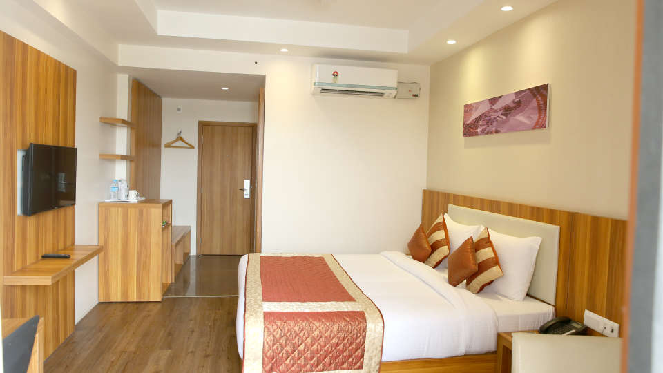 Le ROI Udaipur Hotel Udaipur Premium Golden Room 2 at Le ROI Udaipur Hotel