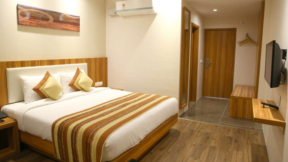 Le ROI Udaipur Hotel Udaipur Premium Golden Room 4 at Le ROI Udaipur Hotel