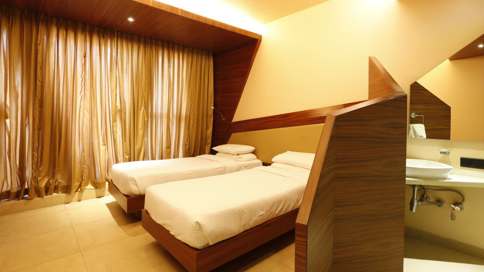 Deluxe Rooms in Andheri, Hotel Dragonfly, Andheri East Hotels