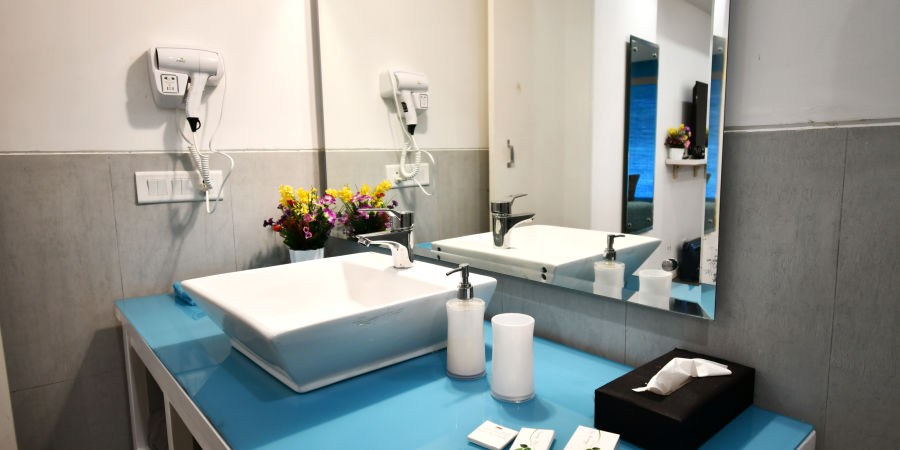 Premium rooms bathroom 2