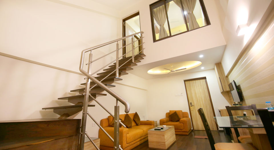 Penthouse Room in Zara s Resort,luxury room in Lonavala 2