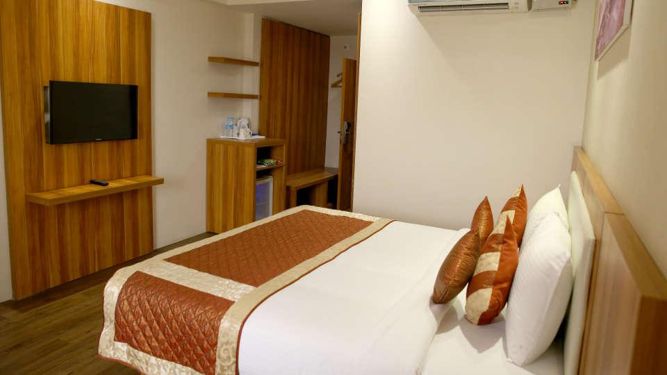 Le ROI Udaipur Hotel Udaipur Premium Golden Room 1 at Le ROI Udaipur Hotel