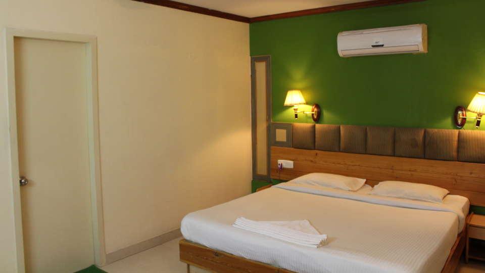 Golf Inn Executive Hotel, Bangalore Bangalore Premium Rooms 4 golf inn executive hotel near embassy golf links business park