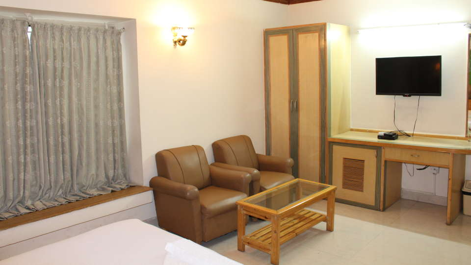 Golf Inn Executive Hotel, Bangalore Bangalore Premium Rooms 3 golf inn executive hotel near embassy golf links business park