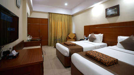 Executive Club at Hotel Daspalla Vishakhapatnam 4