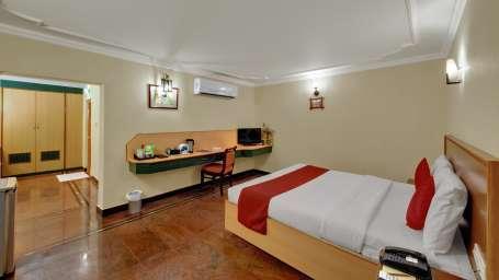 Premium Garden Deluxe at Hotel SRM Chennai