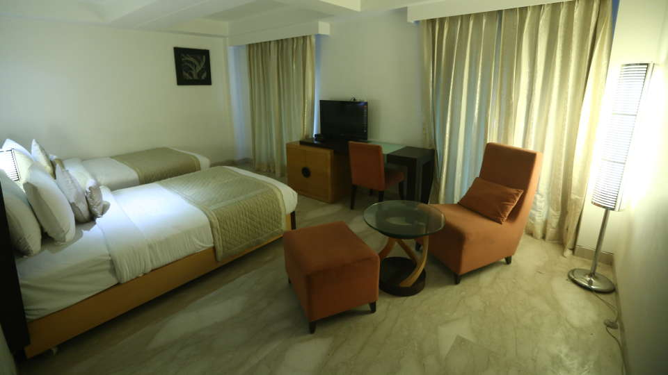 Deluxe Room Grand Venizia Model Town New Delhi 10