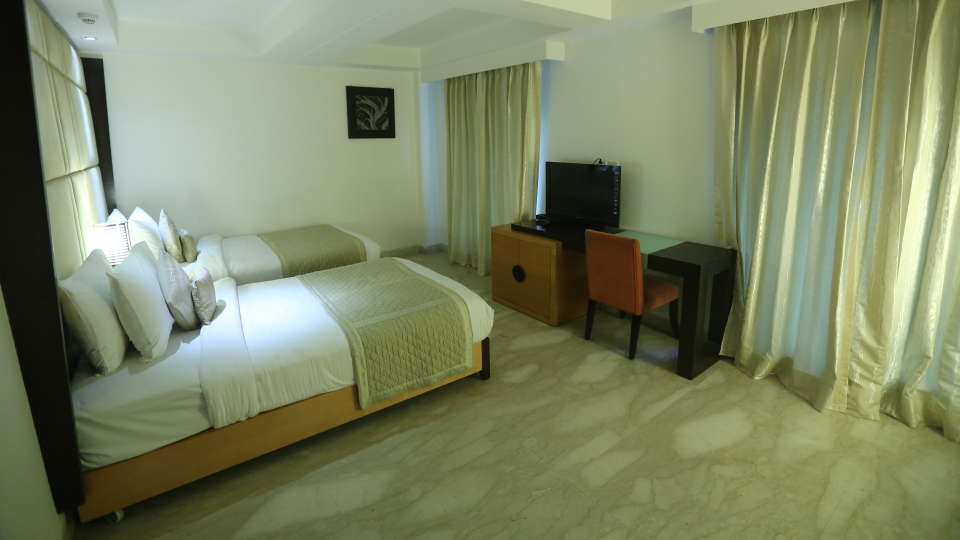 Deluxe Room Grand Venizia Model Town New Delhi 7