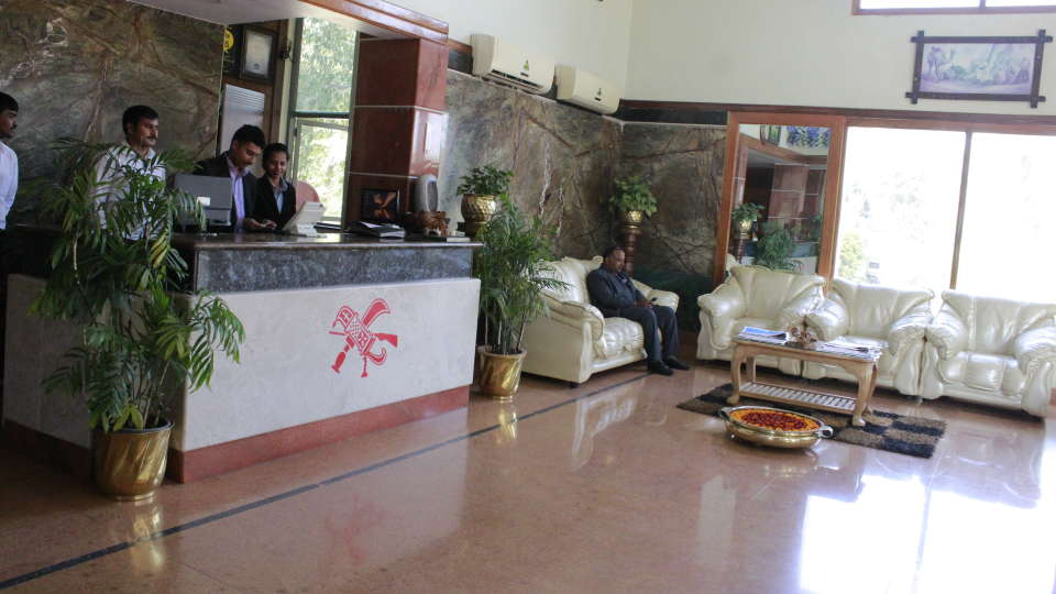 Hotel Presidency Bangalore - Lobby and reception 2