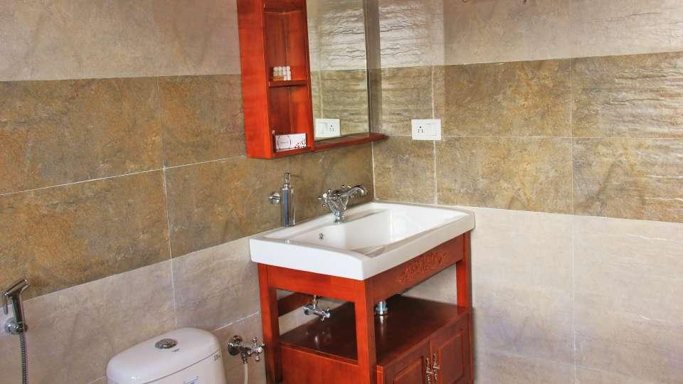 Ojaswi Himalayan Resort, Mukteshwar Nainital Terrace room washroom