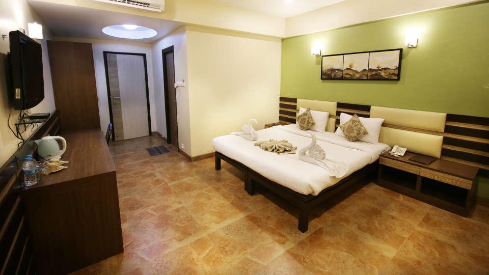 Super Deluxe Room, Zara\'s Resort, Khandala, Rooms in Lonavla 4
