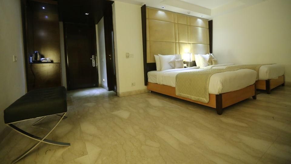 Deluxe Room Grand Venizia Model Town New Delhi 3