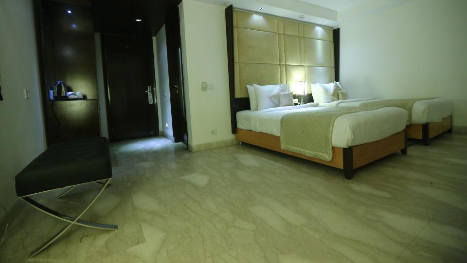 Deluxe Room Grand Venizia Model Town New Delhi 4