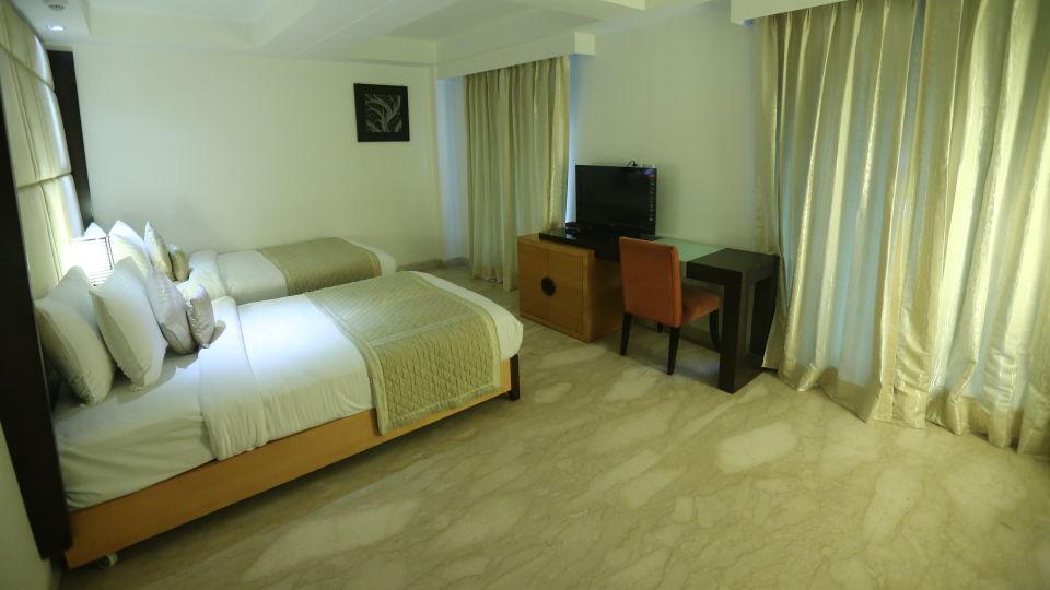 Deluxe Room Grand Venizia Model Town New Delhi 8
