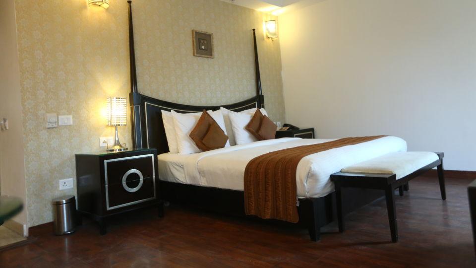 Standard Room Grand Venizia Model Town New Delhi 3