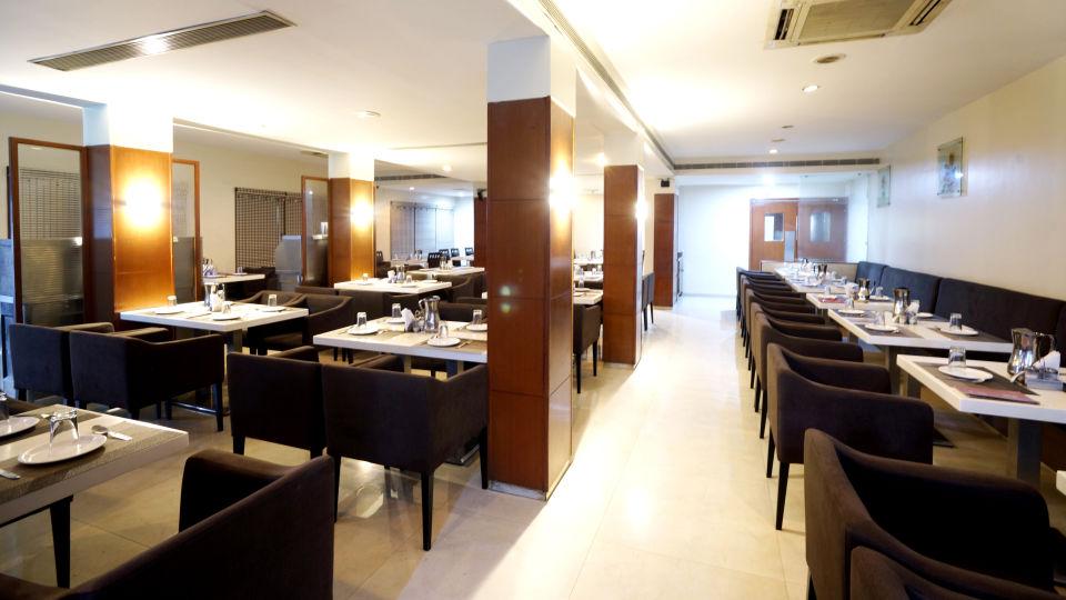 Dharani Non Veg Restaurant at Hotel Geetha Regency in Guntur 3