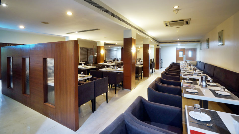 Dharani Non Veg Restaurant at Hotel Geetha Regency in Guntur 4